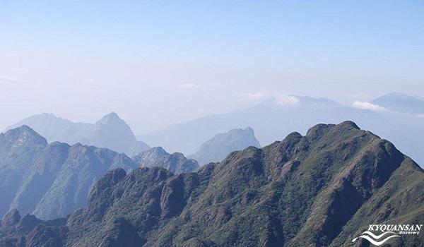 Toàn cảnh dãy núi
